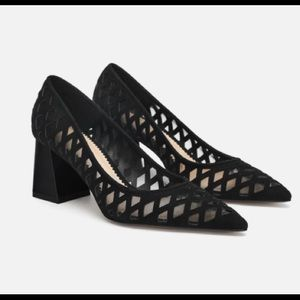 Fancy leather pumps in mesh detail